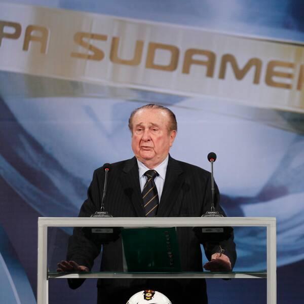 Tidigare ordföranden Nicolas Leoz i talarstolen