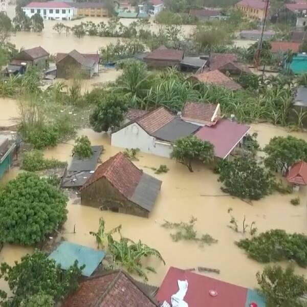 SVT:s metorolog Marcus Sjöstedt och översvämmade områden i Vietnam.