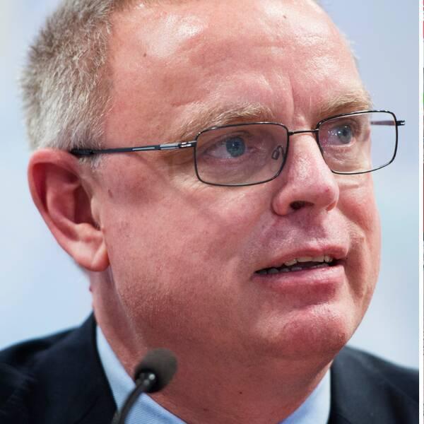 IIHF:s generalsekreterare Horst Lichtner vill inte ta bort VM från ishockey-VM ännu.