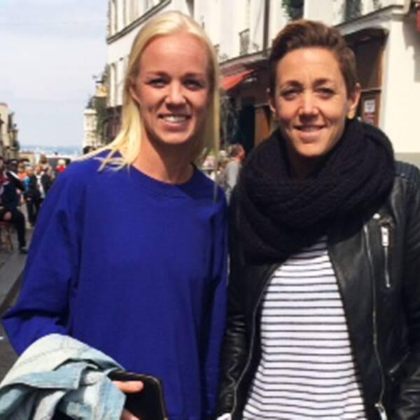 Caroline Seger har bästa kompisen Therese Sjögran på besök i Paris när SVT Sport får hänga med under en ledig eftermiddag i Montmartre.