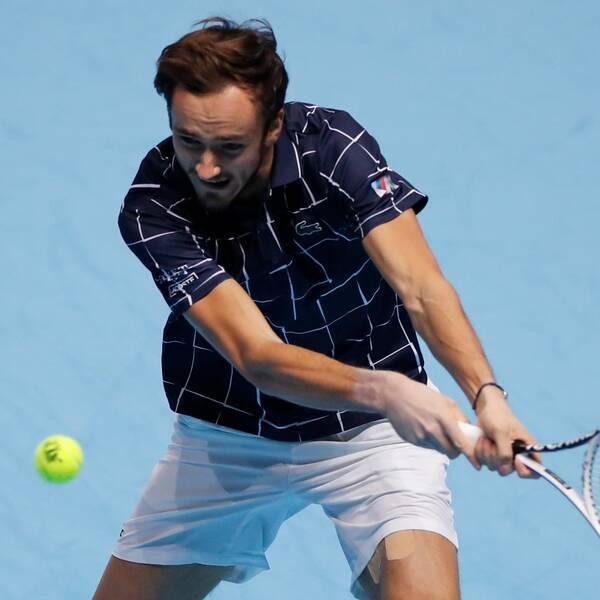 Daniil Medvedev får spela final i London mot Dominic Thiem.