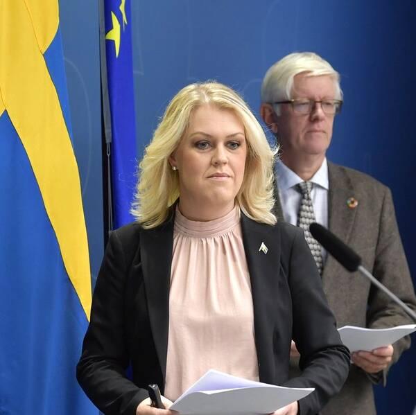 Socialminister Lena Hallengren (S) håller pressträff med FHM:s generaldirektör Johan Carlson och Sveriges vaccinsamordnare Rickard Bergström.
