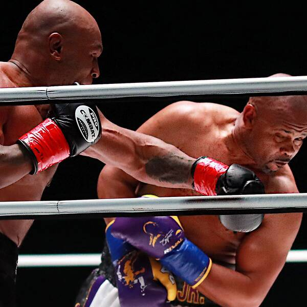 Första matchen på 15 år – då var Mike Tyson den starkare boxaren.