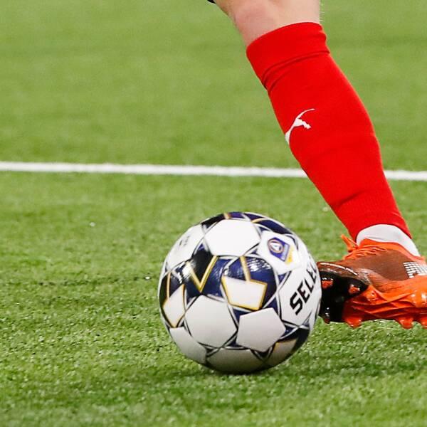 En ex-allsvensk fotbollsspelare står åtalad för spelfusk och tagande av muta.