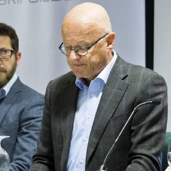 Therese Johaug och Fredrik Bendiksen vid presskonferensen i oktober 2016.