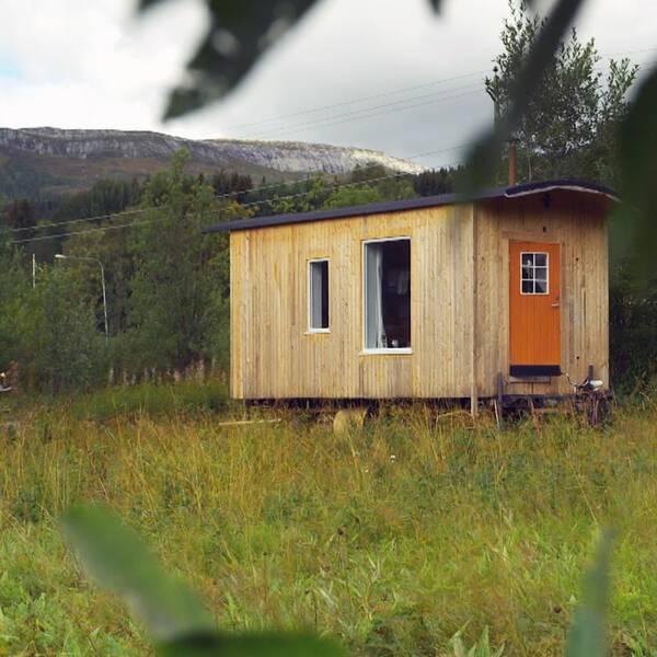 3 frågor om Tiny house-rörelsen – i klippet svarar forskaren Hege Høyer Leivestad om varför vissa väljer att skala ned sitt boende