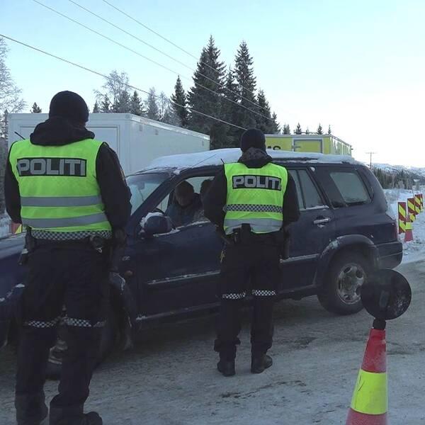 Bild på norska poliser och hemvärnsman vid gränsen i Storlien.