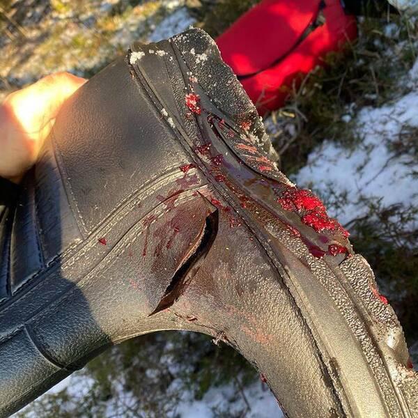 MMA-fajtern Jack Hermansson gjorde illa högerfoten när han var ute i naturen och isfiskade.