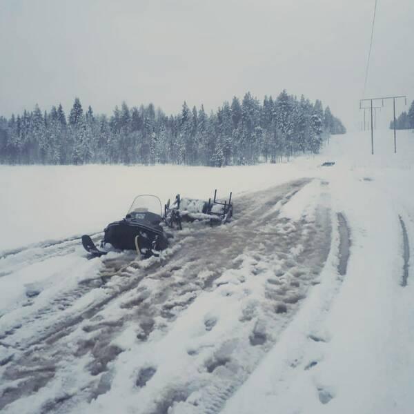 Led-sladd som gått genom isen utanför Jörn.