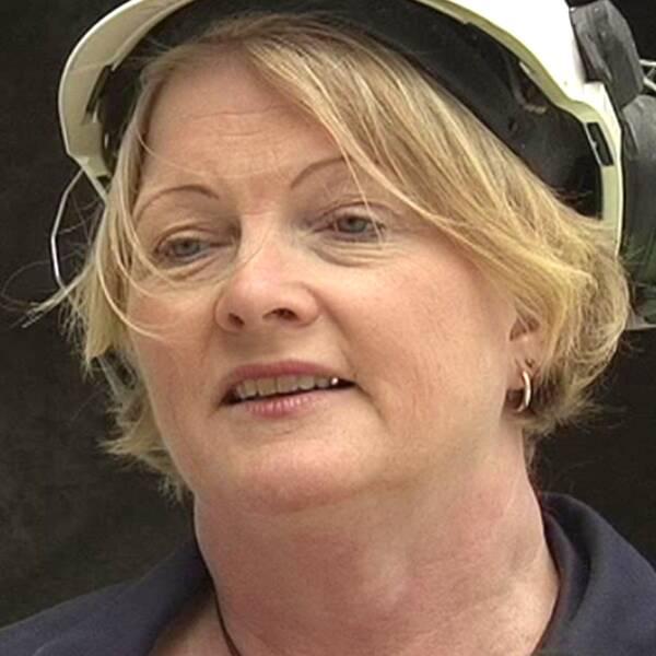 """SVT har gått igenom dokument som gäller Nordkalks användning av det utländska avfallsbränslet Qlyte. I dem står det att det redan från 2010 har orsakat för höga utsläpp av cancerframkallande dioxiner. """"Det är inget farligt i det där. Det är papper och plast"""", säger Nordkalks platschef Susanne Åhlström Dahl."""