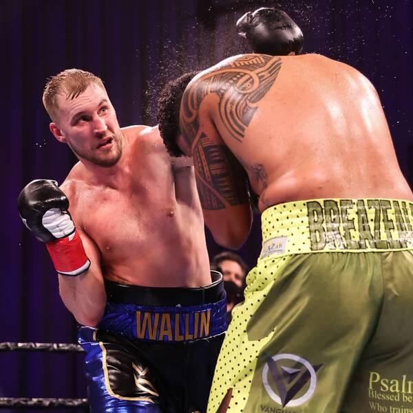 Otto Wallin träffar Dominic Breazeale under nattens match i Connecticut, USA.