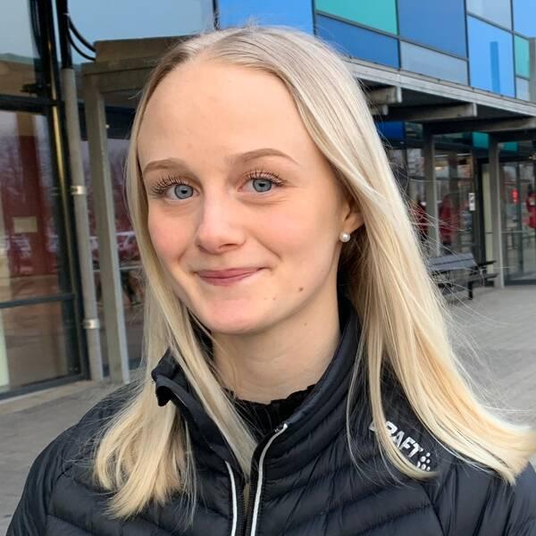 Hanna Hjelm utanför Halmstad Arena.