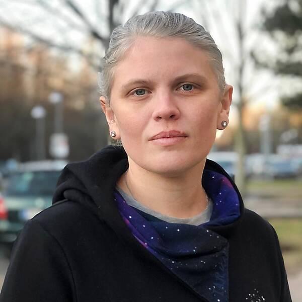 Karolina Björk berättar om situationen i Markbacken under söndagseftermiddagen, där hennes barn plötsligt hörde skottlossning.