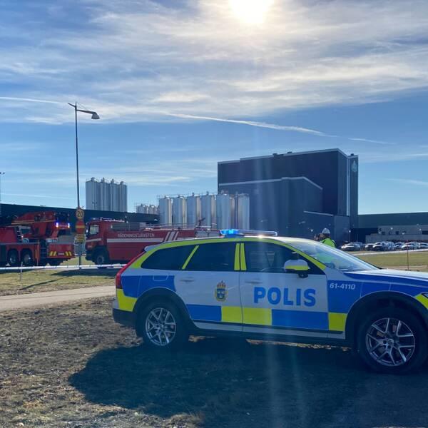 Mejeriet i Vimmerby fick under tisdagseftermiddagen evakueras på grund av explosionsrisken. Både polis och räddningstjänst är på plats.