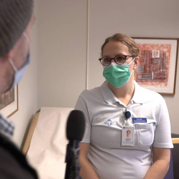 en sjuksköterska intervjuas av SVT på NUS i Umeå