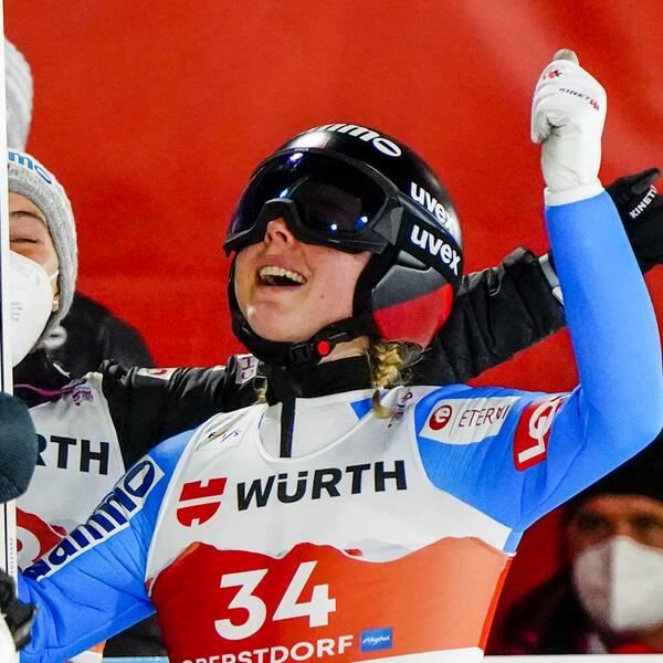 Maren Lundby tog historiskt VM-guld i storbacke.