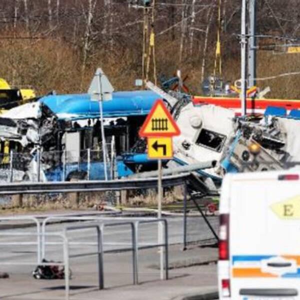 Starta klippet för att se platsen på Hisingen där tåget dundrade rakt in i en stillastående buss