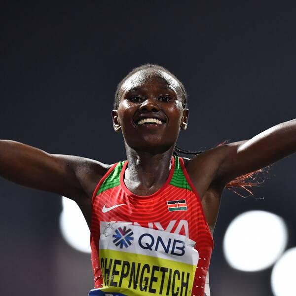 Kenyas Ruth Chepngetich satte världsrekord i halvmaraton.