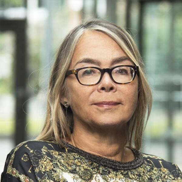 Malin Östling, verksamhetsdirektör på SiS ungdomsvård söder och socialminister Lena Hallengren (S).