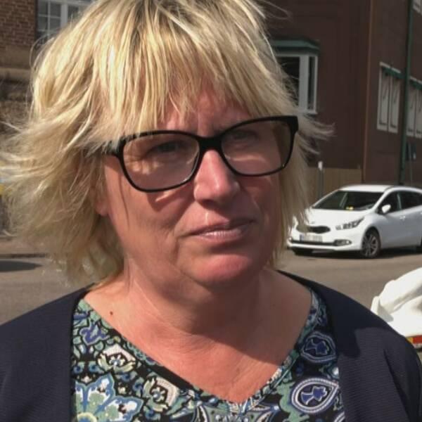 I klippet berättar regionstyrelsens ordförande Mikaela Waltersson (M) om Hallands taktik för att dra ner på vaccinturismen.