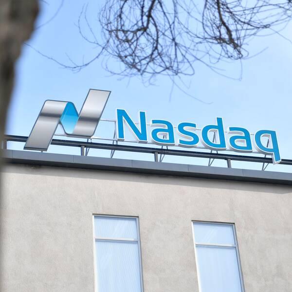 Stockholmsbörsens breda OMXS-index stängde på plus 1,5 procent och landade på ny rekordnivå under fredagen.