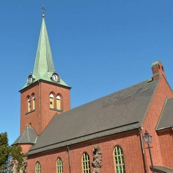 Grästorpskyrka samt kyrkoherden AnnaLena Nordlund