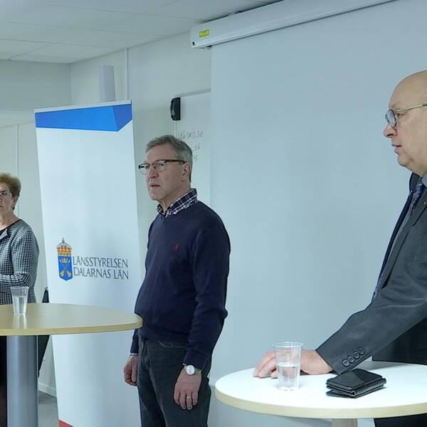 Landshövdingen, smittskyddsläkaren och regionrådet i Dalarna under presskonferens