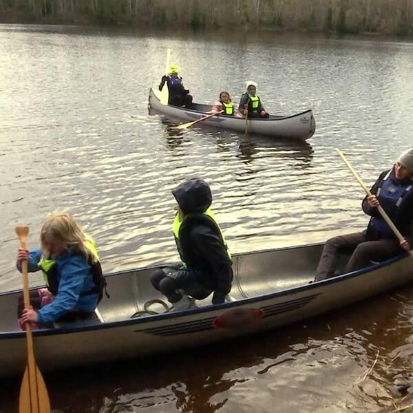 Eldsberga-Tönnersjös scoutkår har fått betydligt fler medlemmar under pandemin. När träffas hittar de på aktiviteter som att sätta upp tält och paddla kanot.