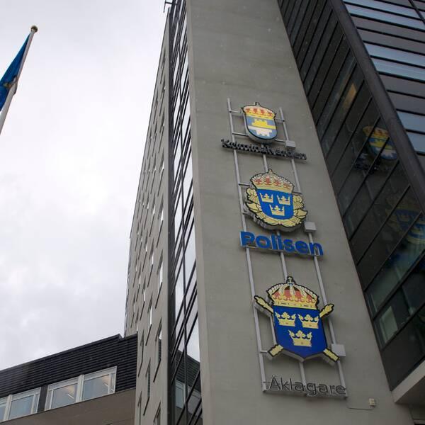 Polishuset i Uppsala och arkivbild från sökinsatsen.