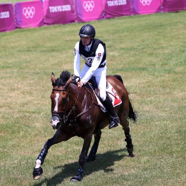 Robin Godel på OS-banan med hästen Jet Set som fick avlivas efter terrängritten i fälttävlan.