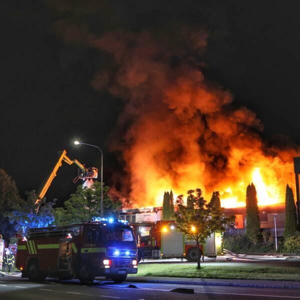 Larmet om branden i Ansgariikyrkan kom strax efter klockan 02 natten mot tisdag.