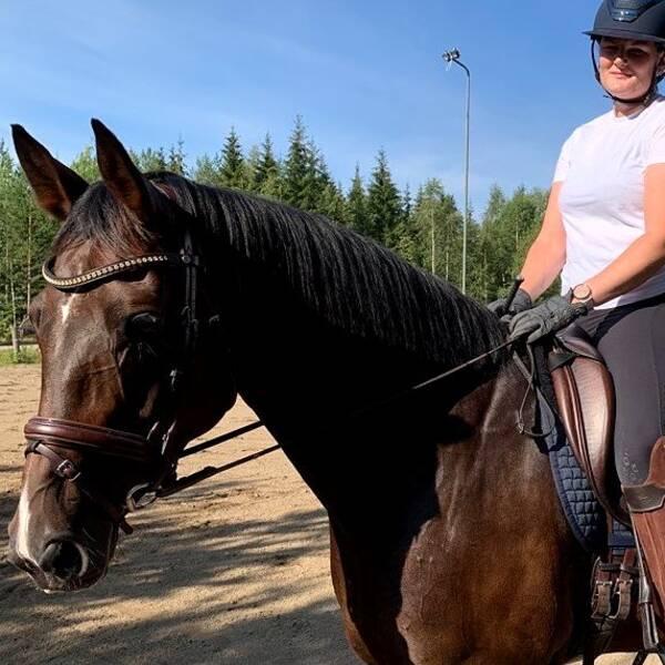 Isabelle Serrander med hästen Bella J.