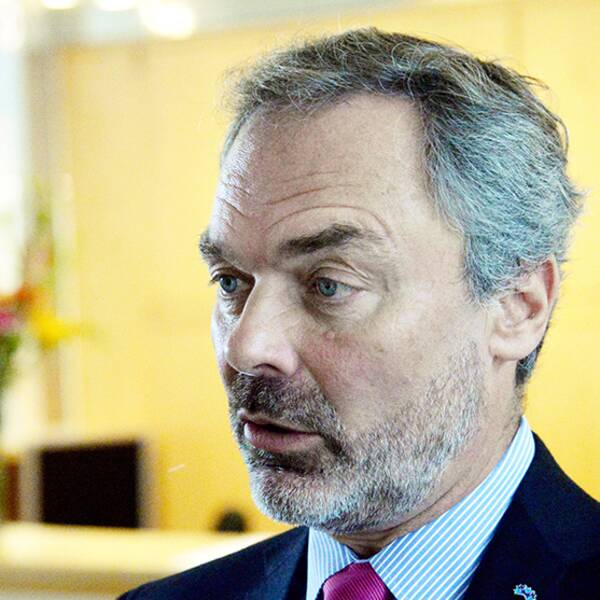 FP-ledaren Jan Björklund uppmanar nu Stefan Löfven att bilda en ny regering utan Miljöpartiet.