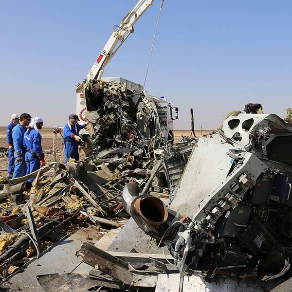 Den ryska säkerhetstjänsten bekräftar nu att det var en bomb som sprängde flygplanet i Egypten, skriver Reuters.