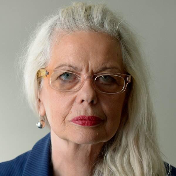 Konstnären Makode Linde och Kulturhusets konstchef Marianne Lindberg De Geer.