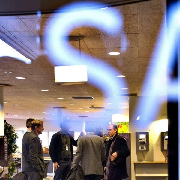 SAS styrelse sänker sina arvoden med 30 procent.