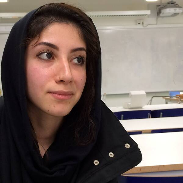 Zahra Hasseli, ensamkommande från Afghanistan, är chockad över överfallen.