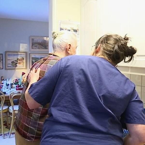 Äldre vill hellre bo hemma visar ny rapport