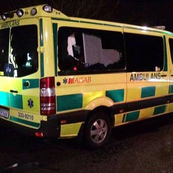 Sönderslagen ambulans.