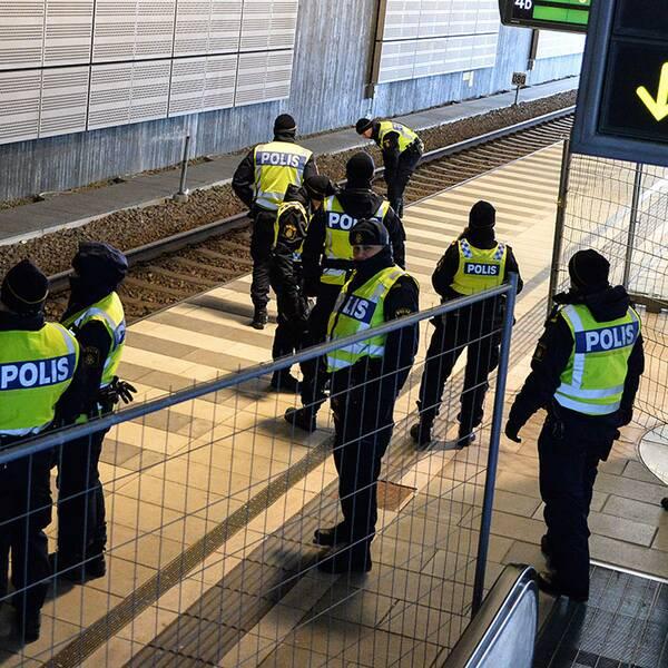 Den misstänkta människosmugglingen har ökat snabbt. Nu vill polisen att allmänheten vara medvetna om regelverket.