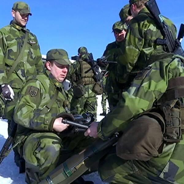Hemvärnssoldater från Jämtland på väg till övning i Norge.