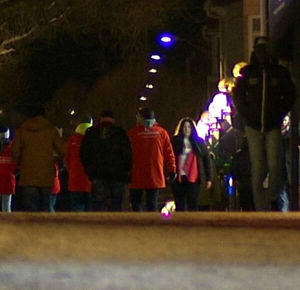 Efter överfallen i stan – många var ute och nattvandrade.