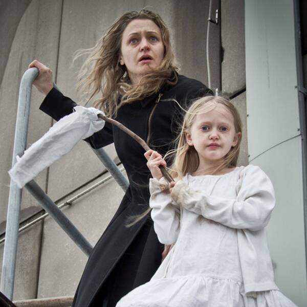 """Suzanne Ostens """"Flickan, mamman och demonerna"""" skildrar psykisk sjukdom och barns lojalitet till sina föräldrar."""