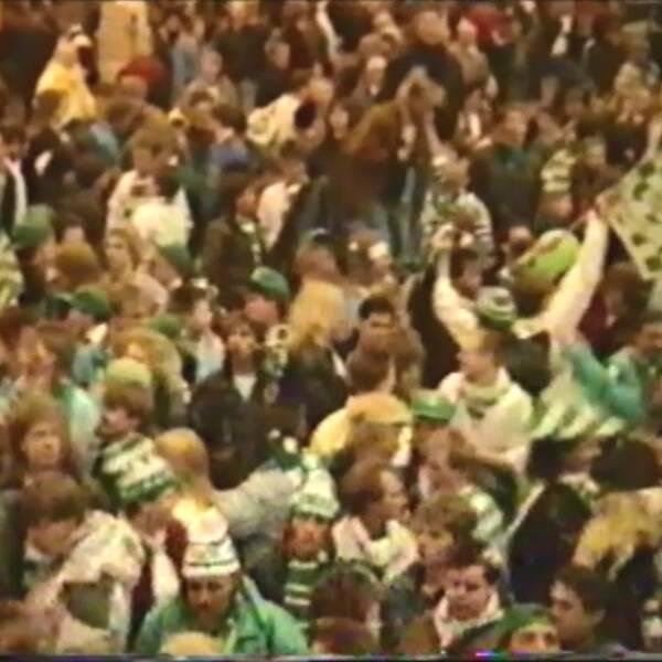 VSK fansen samlades på centralstationen i Stockholm innan SM-finalen 1989