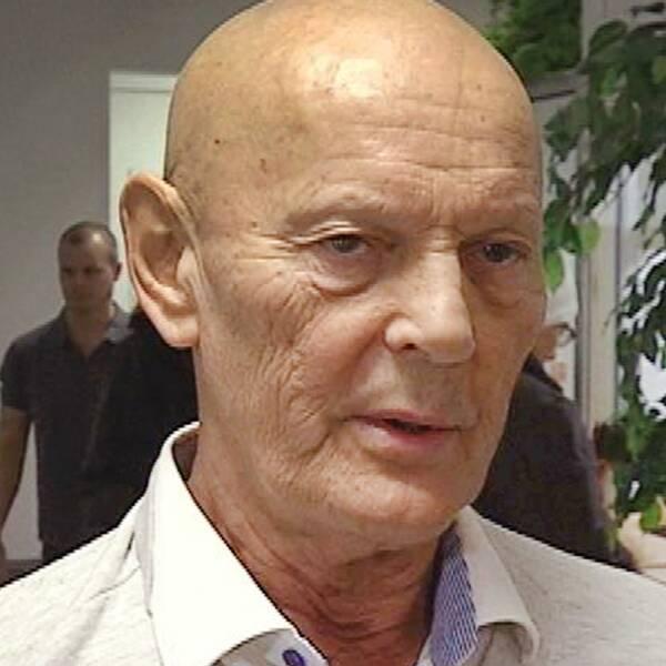 Lars-Inge Svartenbrant, numera känd som Lars-Inge Carlander, omkom i en lägenhetsbrand i Kopparberg på fredagskvällen.