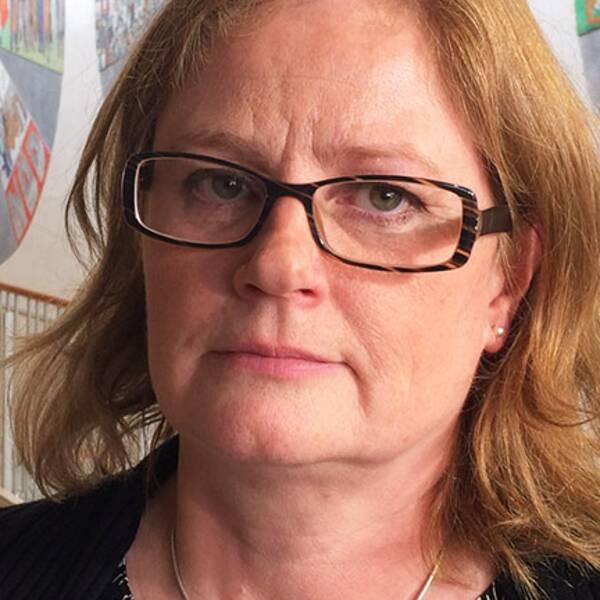 Margareta Eriksson, ordförande i Narkolepsiföreningen och själv en av de anhöriga, kunde knappt hålla tillbaka tårarna under mötet med folkhälsominister Gabriel Wikström.