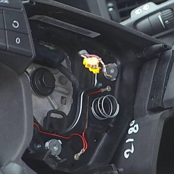 Närbild på ratt som fått krockkudden borttagen. Arkivbild.