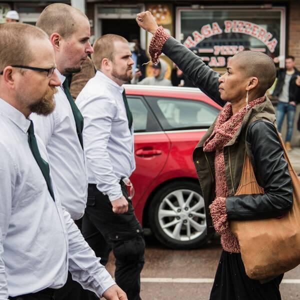 Motståndsbilden på Tess Asplund som fått spridits över hela världen.