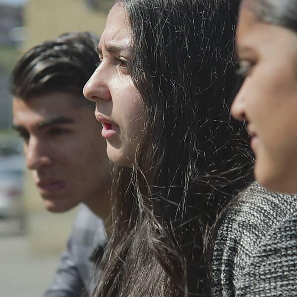 Unga i Norsborg oroas över utvecklingen i deras stadsdel. Reportage i Agenda.