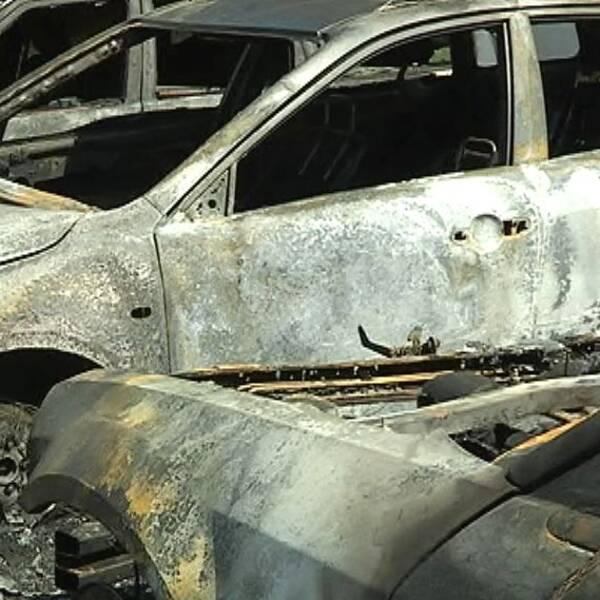Utbrända bilar.